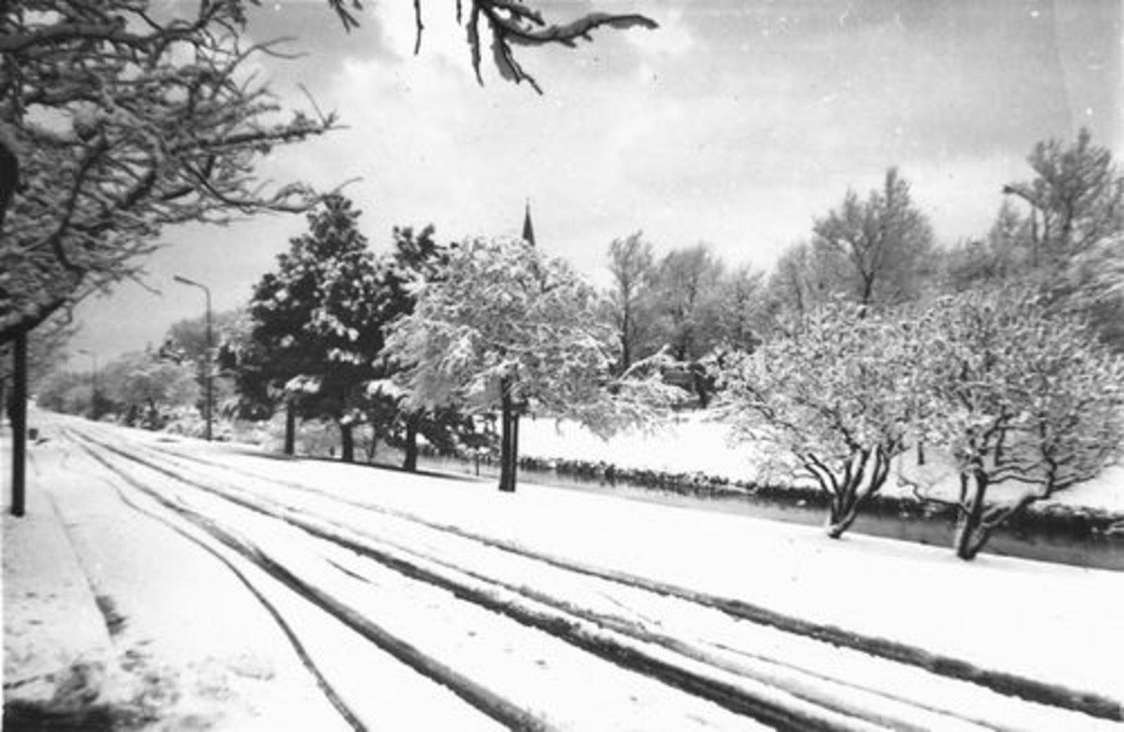 Raadhuislaan 0012+ 1958 in dik pak Sneeuw