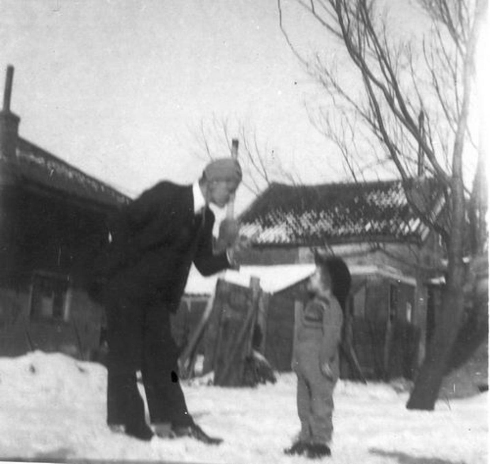 Raadhuislaan 0017± 1947 met Gezin Jan Tulen in de Sneeuw 03