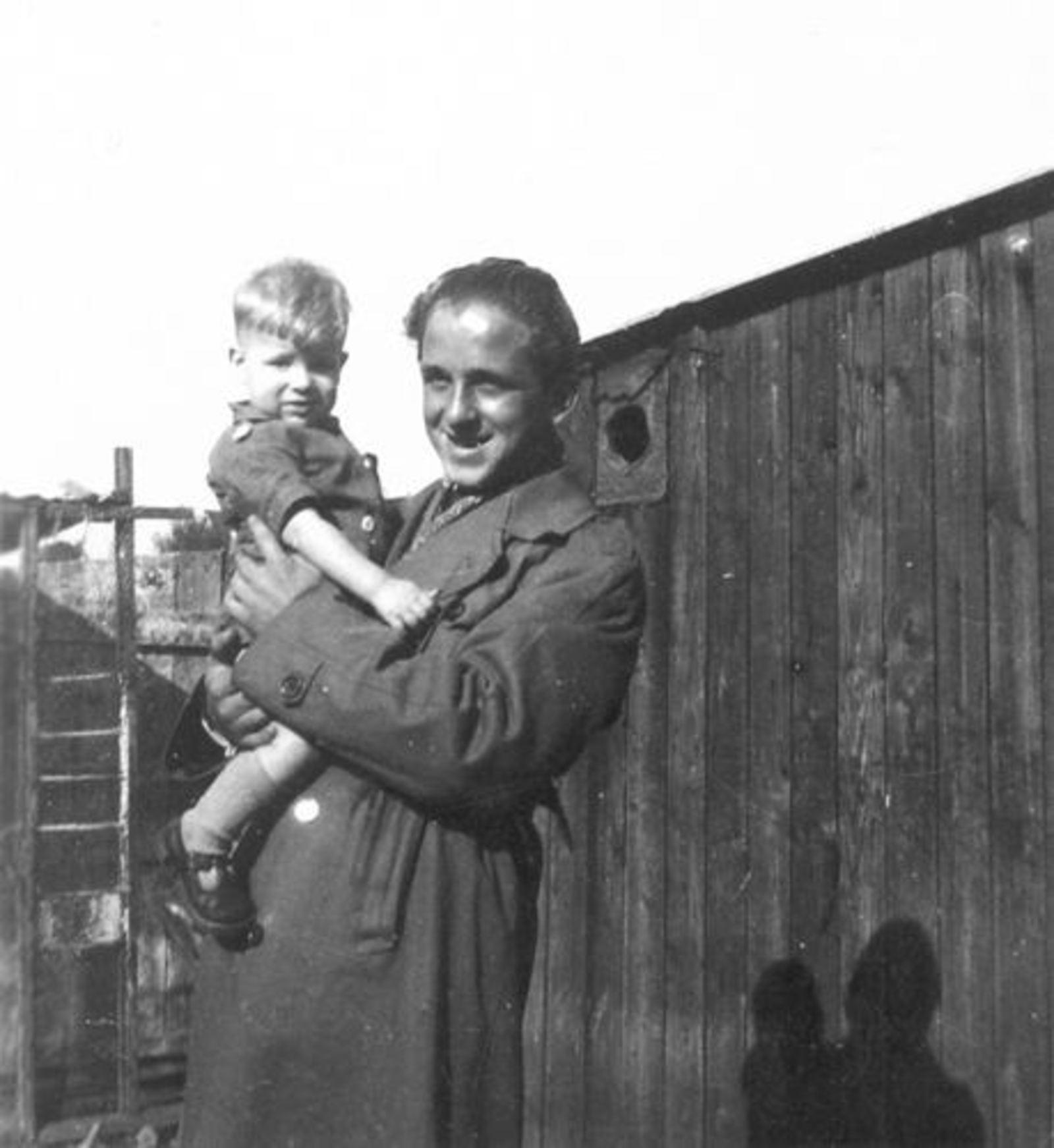 Robijn Joop 1932 19__ met Neefje Cees Robijn Woutzn