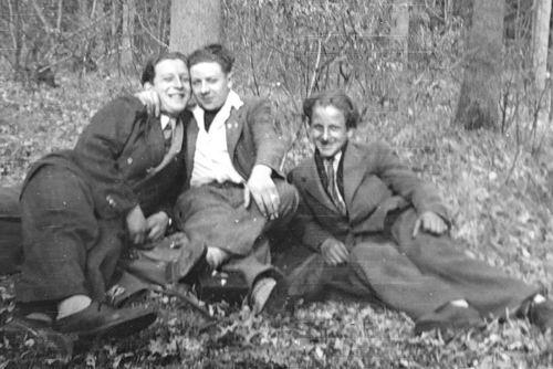 Robijn Joop 1948 met Vrienden in Bos 03
