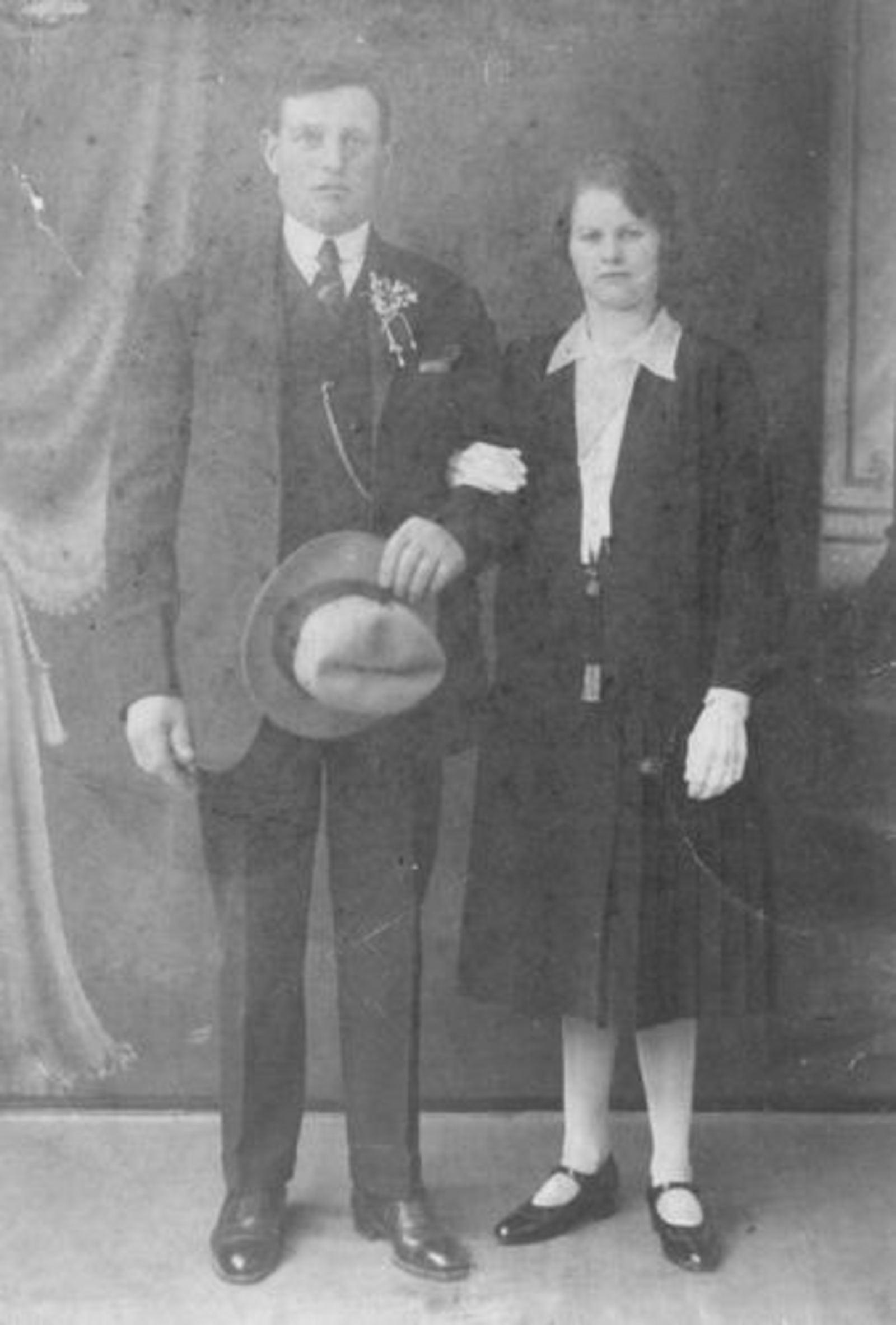 Sauer Leen 1928 Trouwt Anna Kant v Herwijnen.jpg