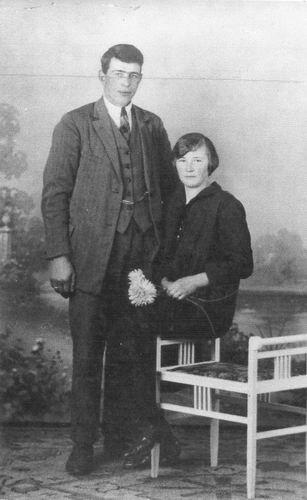 Schalk Gerardus Adrianus 19__ met vrouw Marijtje Schijf