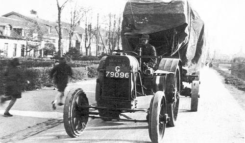 Schalk Pieter 1895 19__ met Dorskast op Hoofdweg in Abbenes