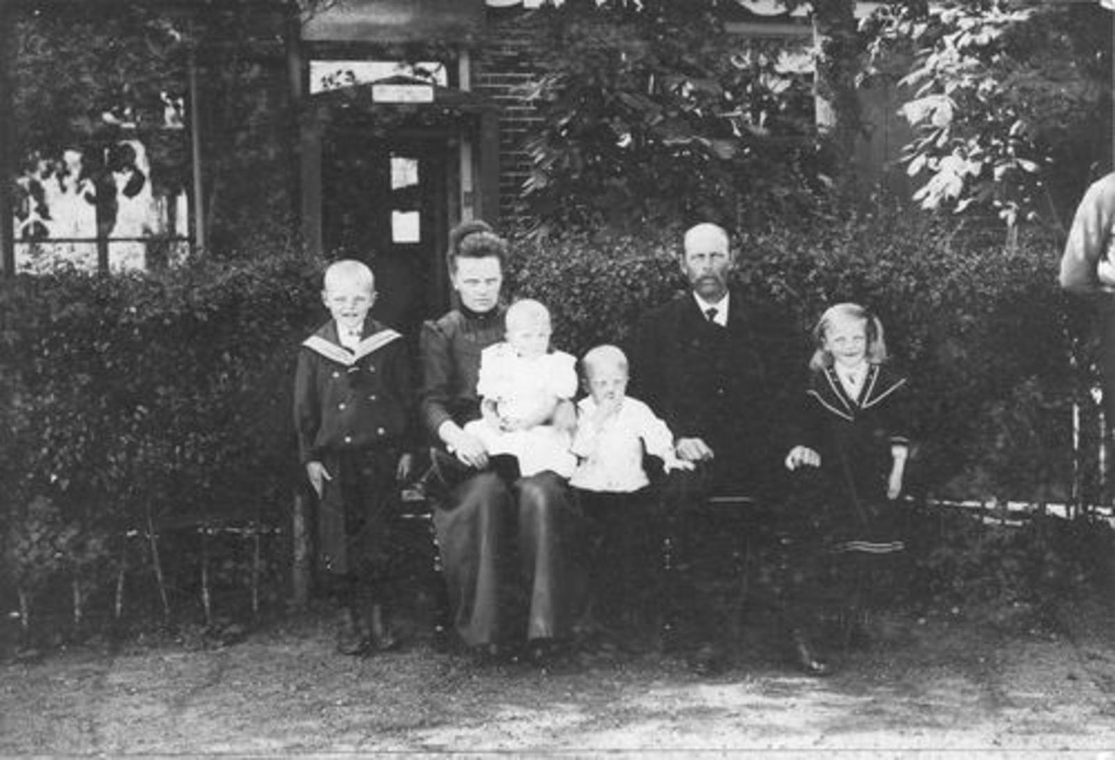 Schipholdijk 0074± 1910± met Gezin Klaas Kersloot