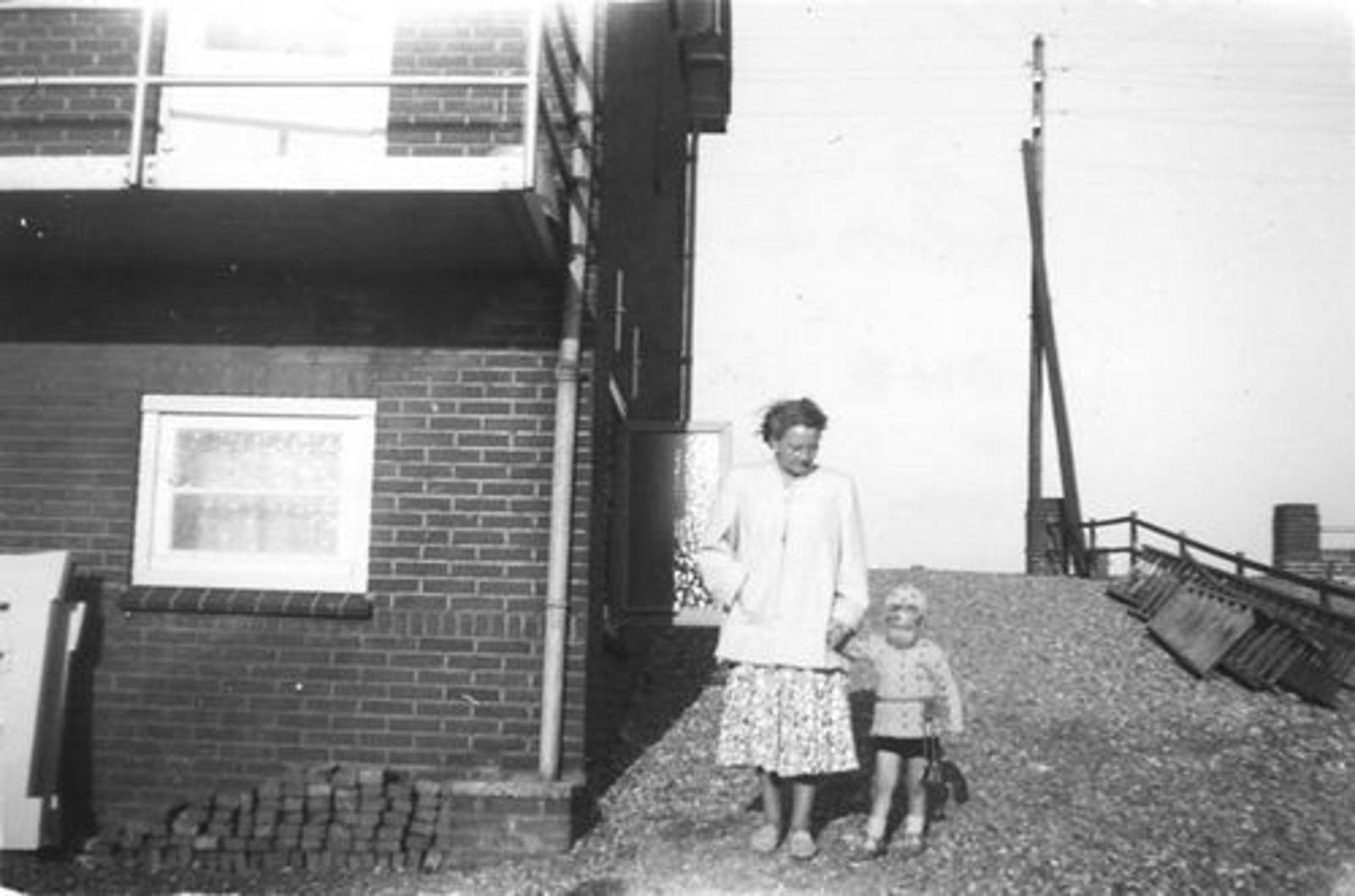 Schipholdijk 0205 1949± met fam Galis bij fam Jan Ekkerman 07