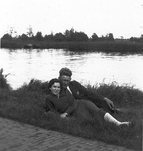Schipholdijk 0266 19__ met Cees Reijnders en Alie Mulder