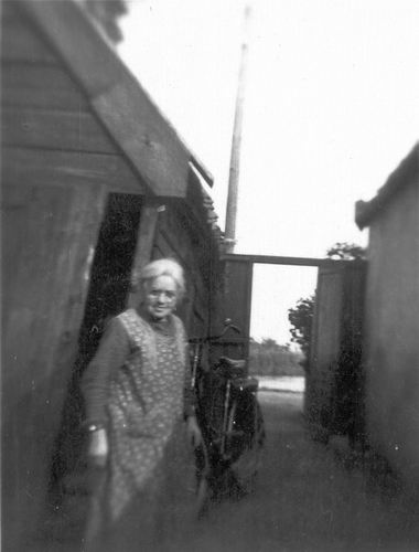 Schipholdijk 0266 19__ met Mw Fijtje Mulder-Hartog