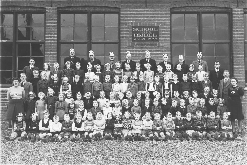 <b>ZOEKPLAATJE:</b>School met Bijbel Nieuw Vennep Schoolstraat 1947 01_Index