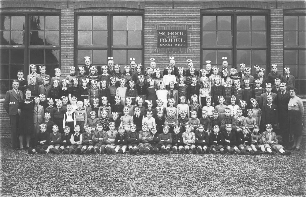 <b>ZOEKPLAATJE:</b>School met Bijbel Nieuw Vennep Schoolstraat 1947 02_Index
