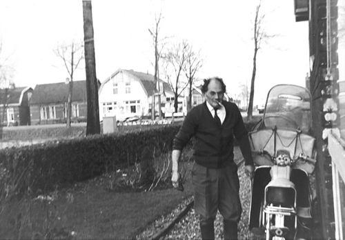 Schoolstraat 0035 1967 met Cornelis Schreuders met zicht op Venneperweg