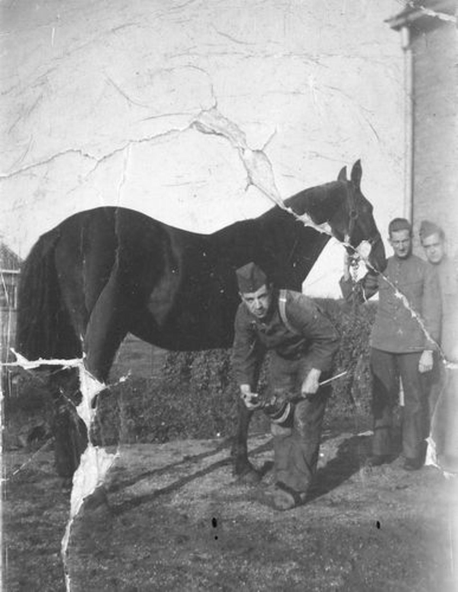 Schrama Piet 1909 19__ Soldaat bij Smederij H L Hendriks Onbekend 03