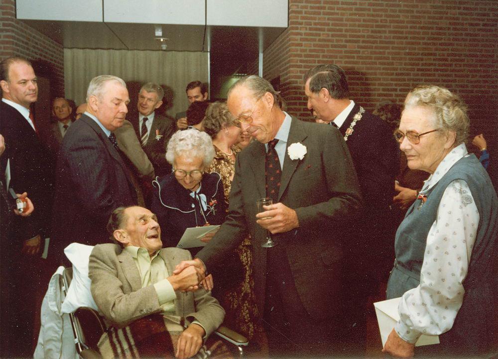 Schreuders Cornelis 1908 1982 Krijgt Verzetherdenkingskruis 01