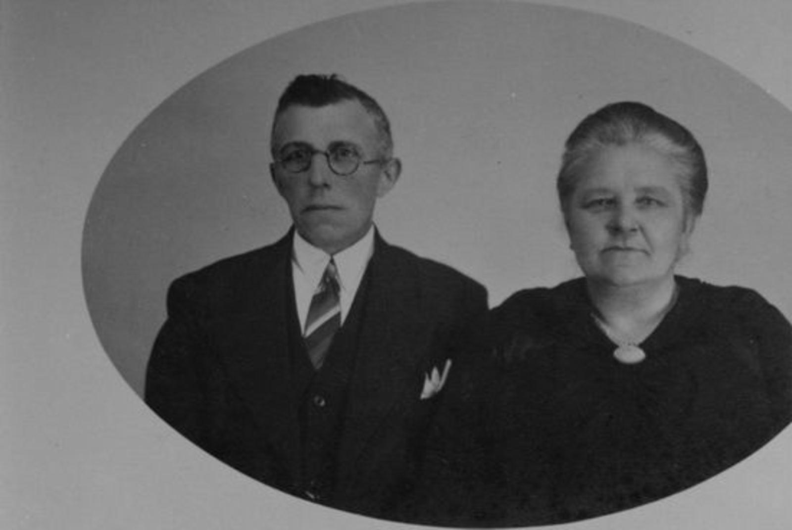 Sluis Jan 1878 19__ met vrouw Pietertje v Voorst Portret