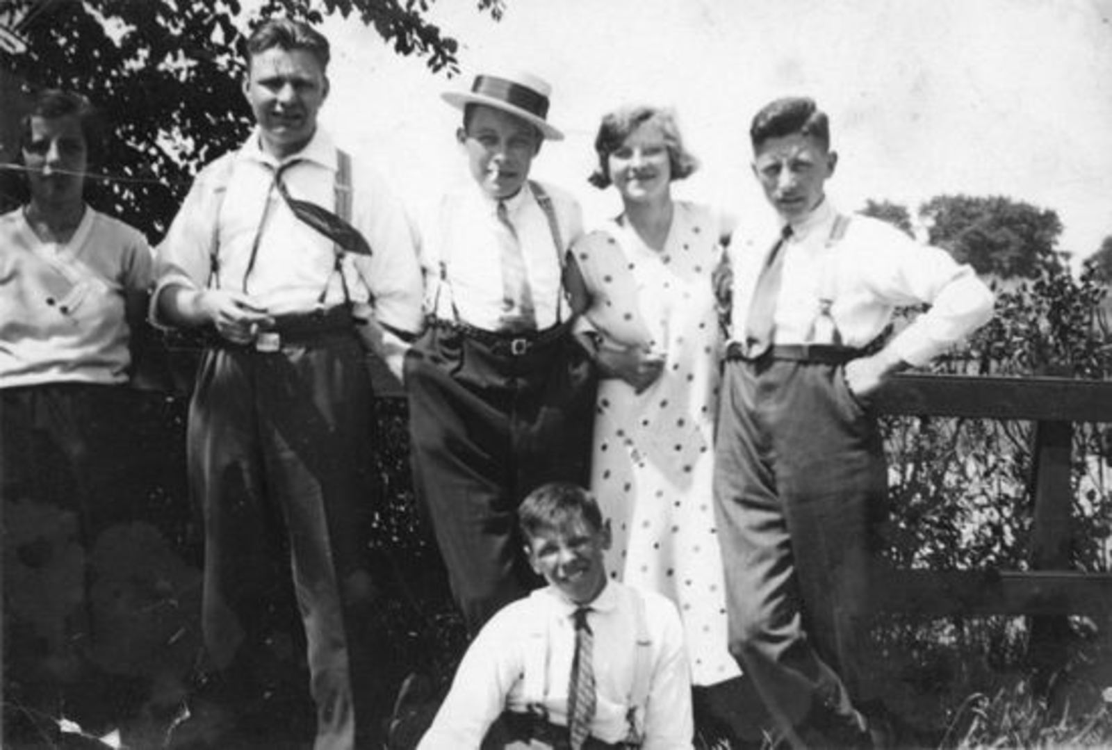 Sluis Jan J 1910 19__ met broers Jaap en Jur en zus Hennie