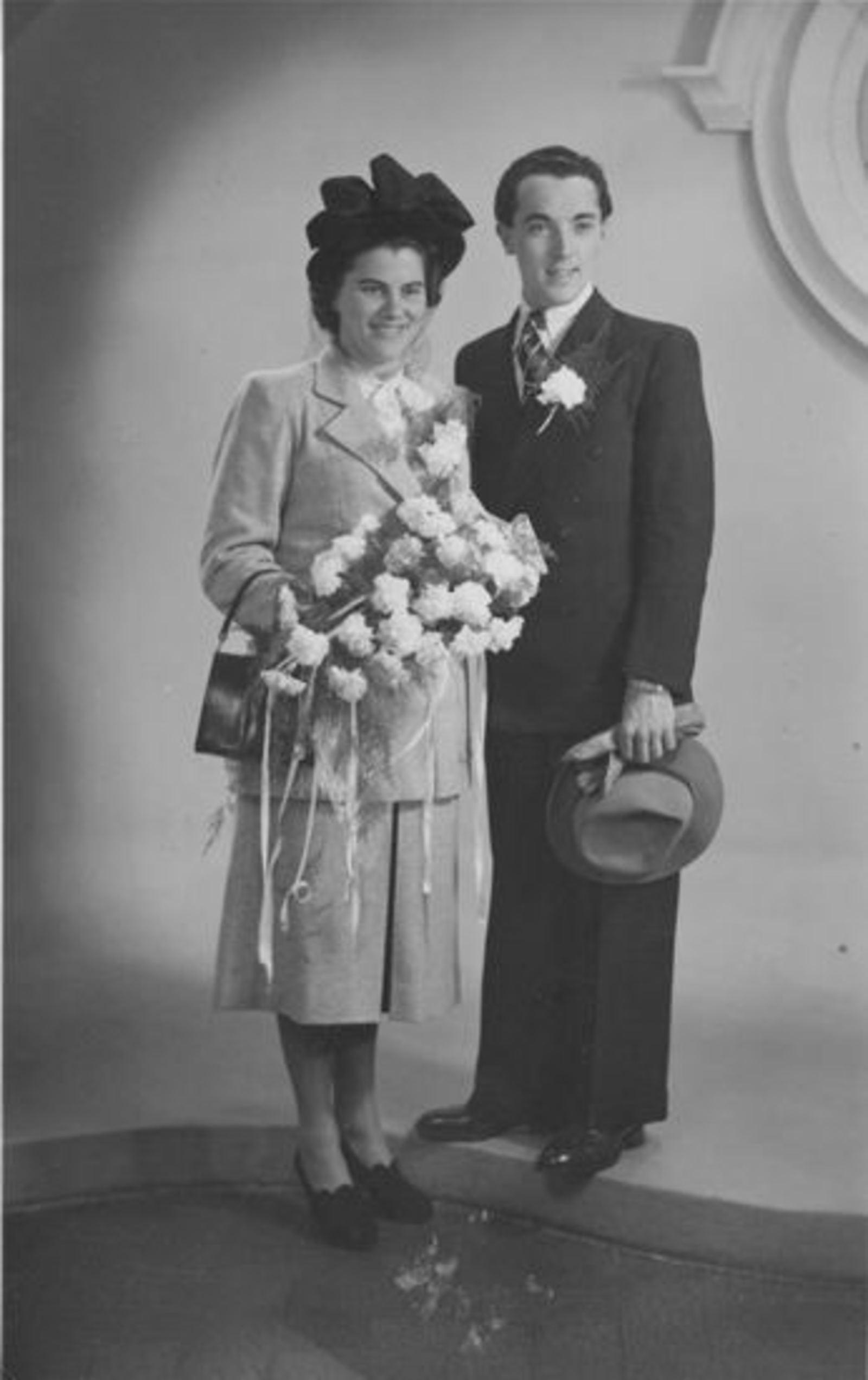 Sluis Nelly 1928 1948 trouwt Leo v Santen