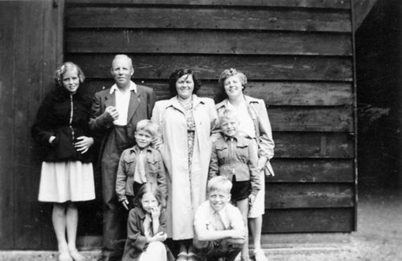 Smit Leendert 1898 1951 Gezinsfoto aan Schipholweg 927