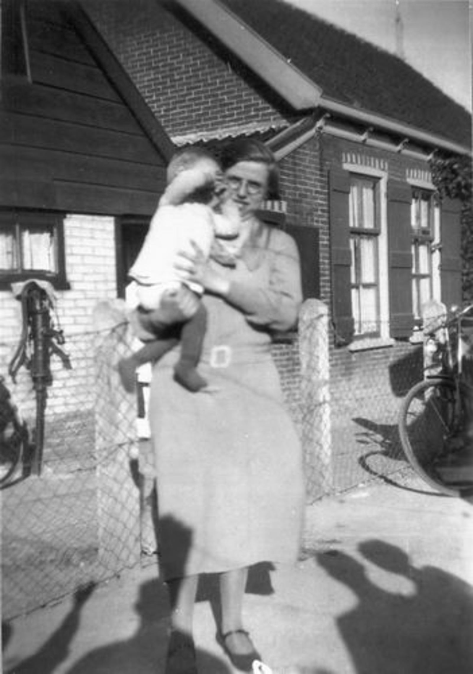 Stationsweg W 0031 1934 met Geertje Dam-Stroomer en familie 02