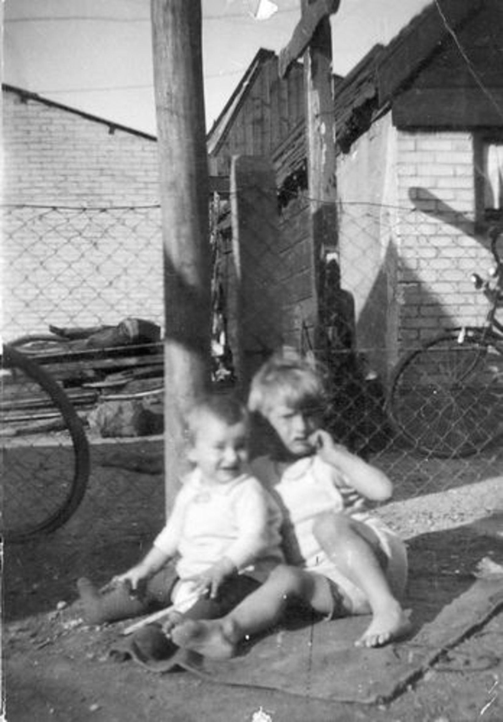Stationsweg W 0031 1934 met Geertje Dam-Stroomer en familie 03