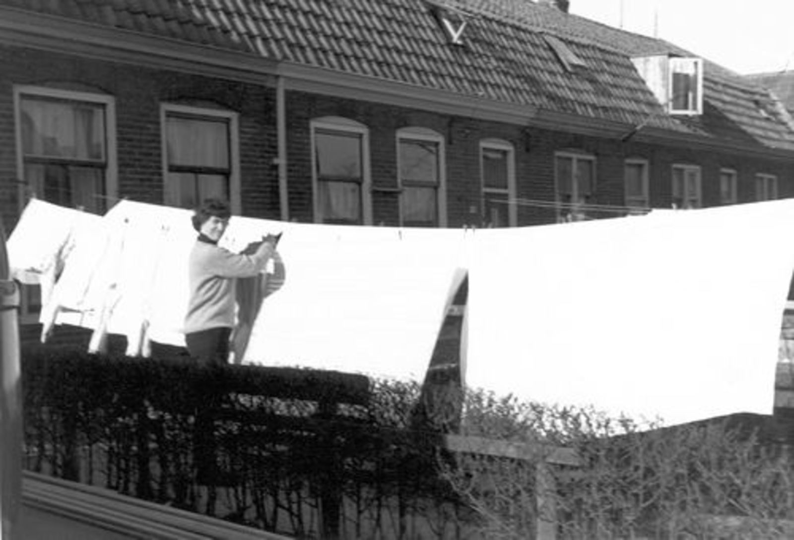 Stationsweg W 0049 1964 Huize Dam met Marijtje Dam met Wasgoed