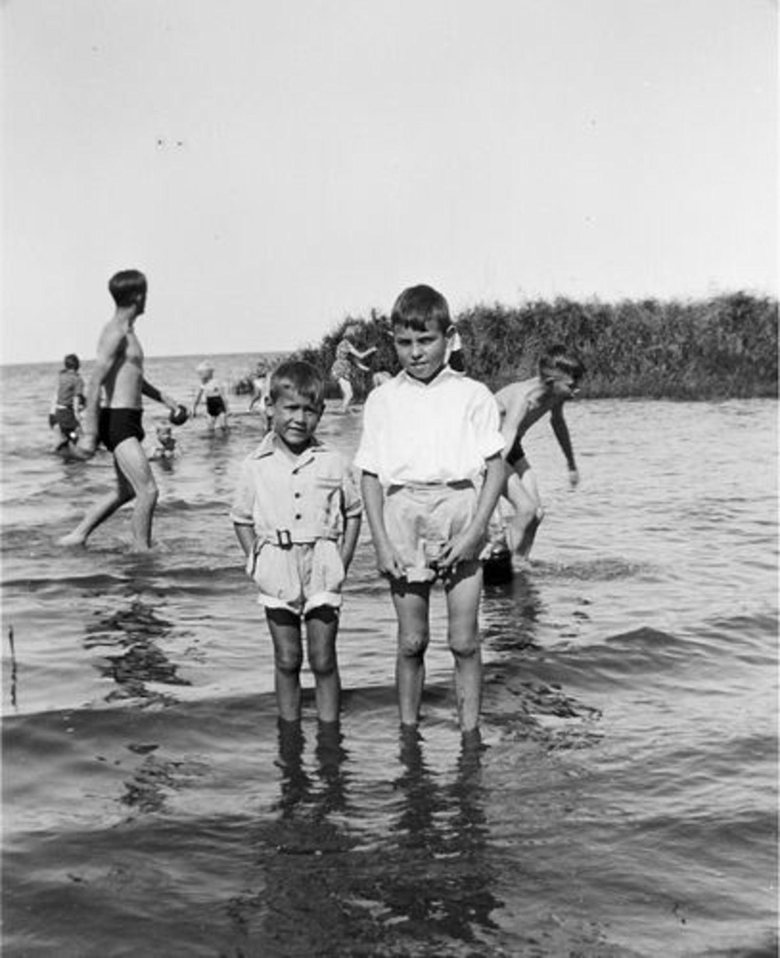 Stieva Cees 1943 1948± met broertje Wim in Oud-Valkeveen 07