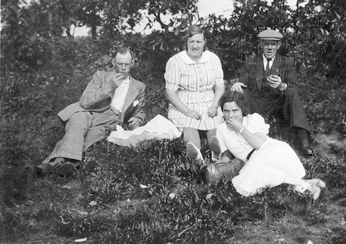 Stieva Cornelis L 1876 19__ Uitje met Bram en Wil Stieva-Mulder