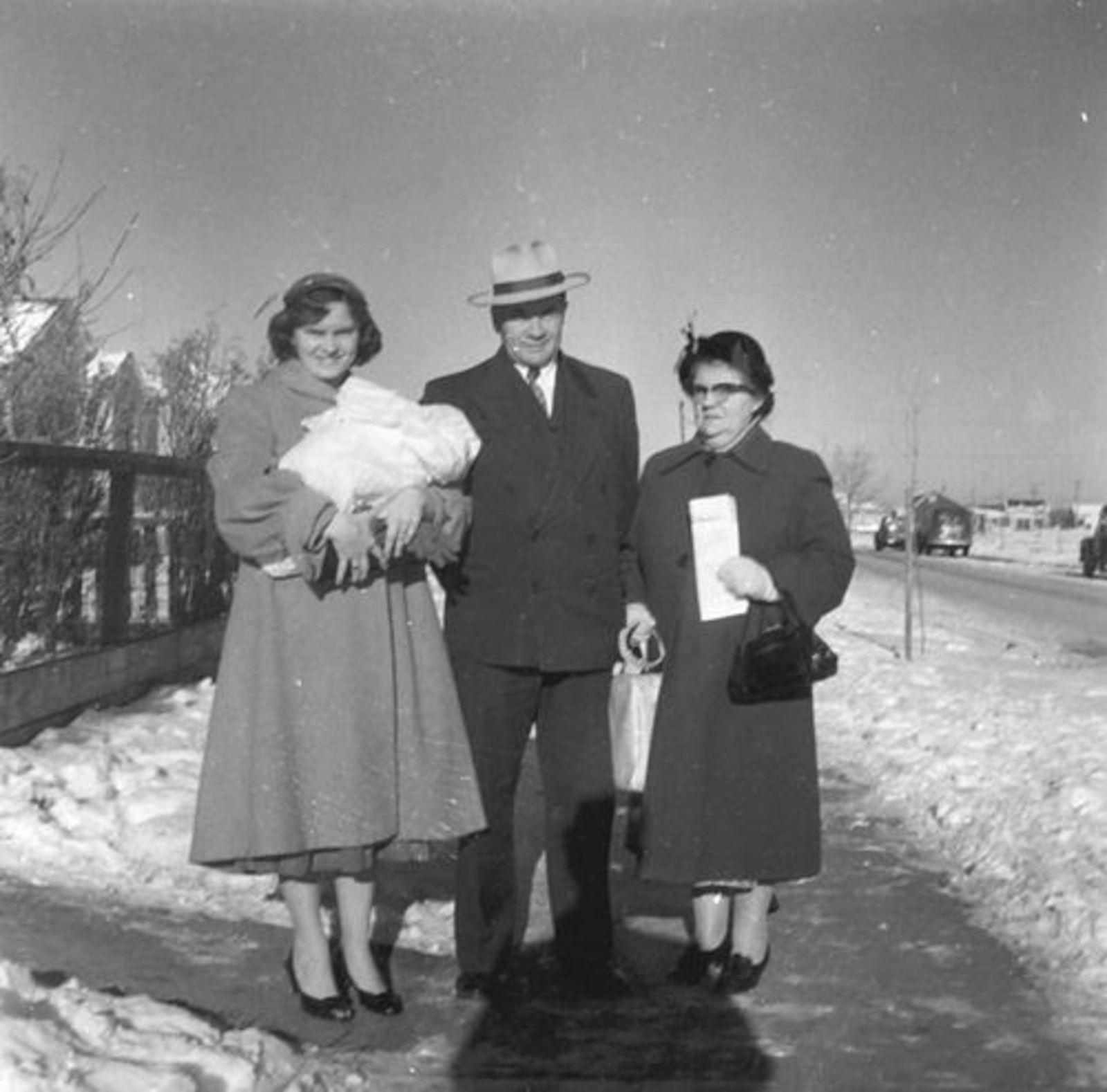 Stout Jan 1900 1958± met vrouw Geertje en dochter Dientje