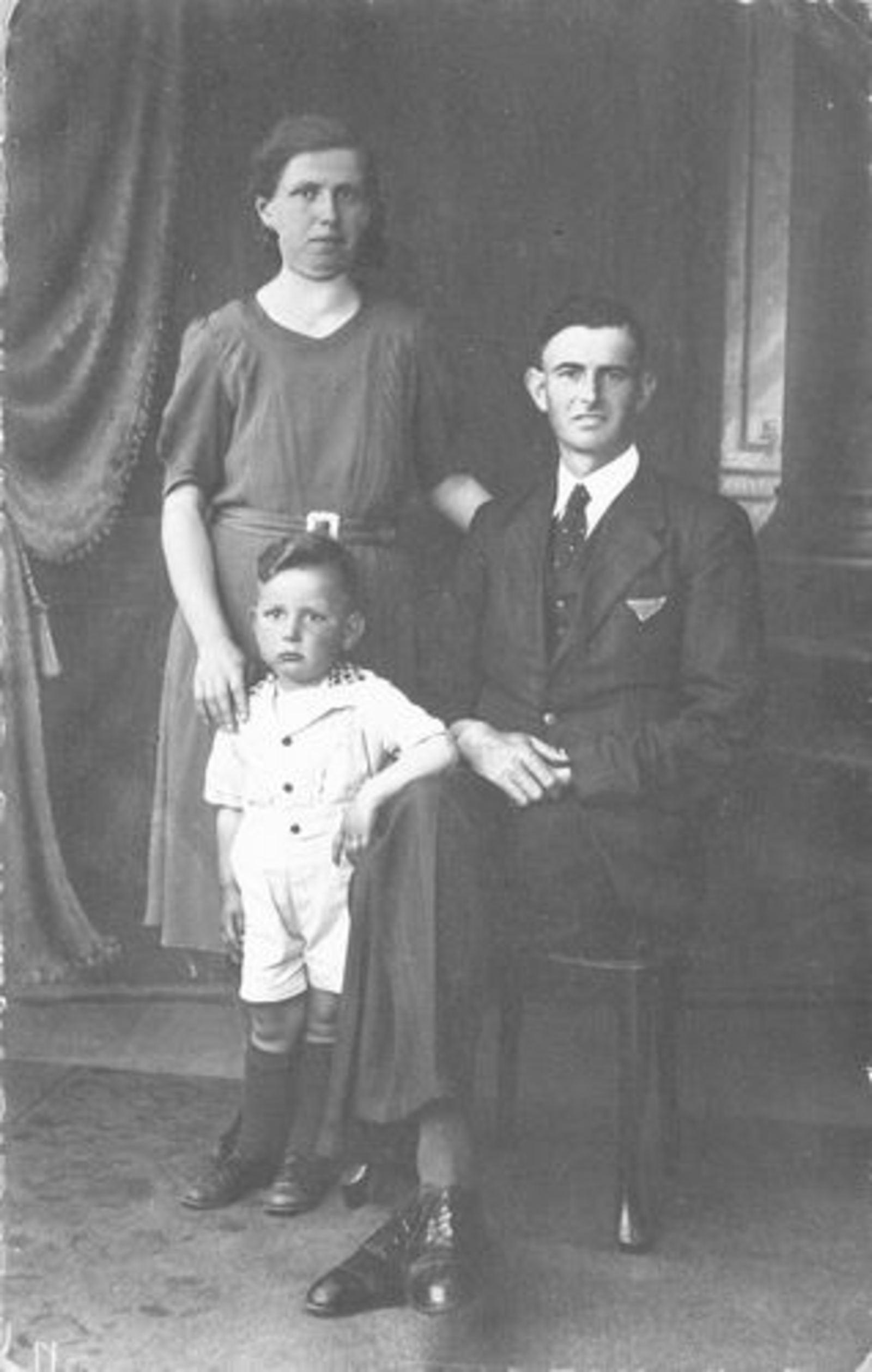 Stroomer Aafje 1912 1940 bij Fotograaf met man Roel Hoogeboom