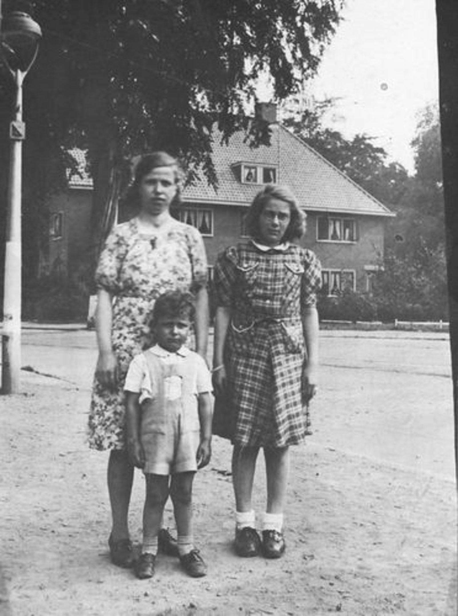 Stroomer Aafje 1912 1942 met Bep Piller en Roel Hoogeboom