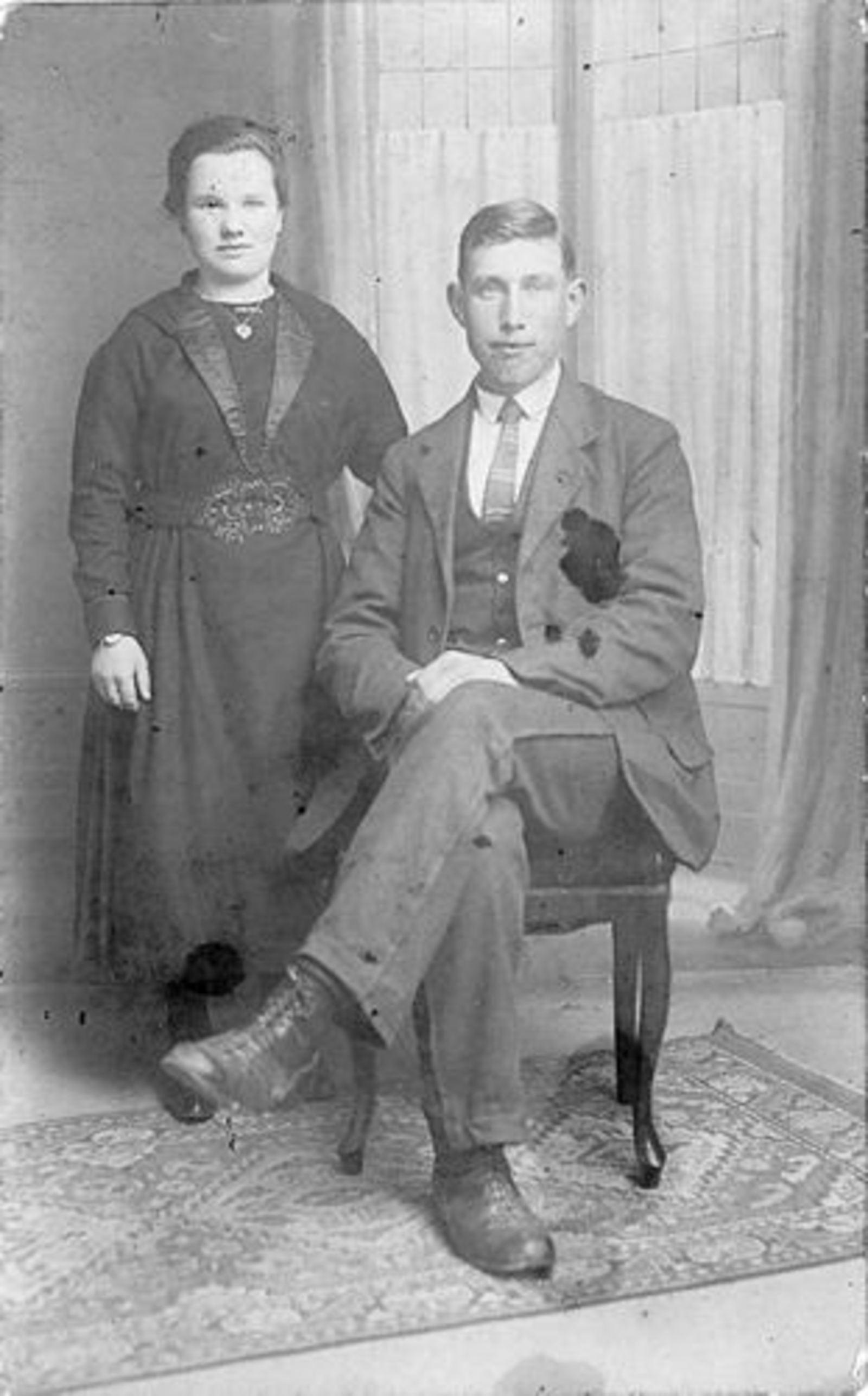 Stroomer Jacob 1902 1923± bij Fotograaf met vrouw Helena M Tool_Exp