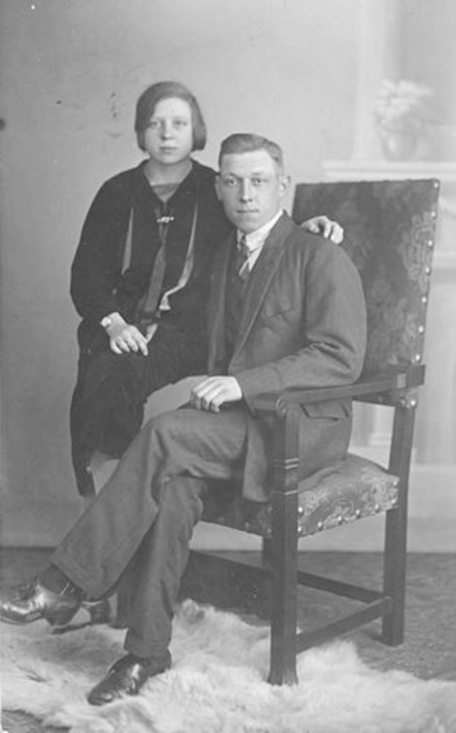 Stroomer Jan 1900 1927 met Coba Huiskens bij Fotograaf