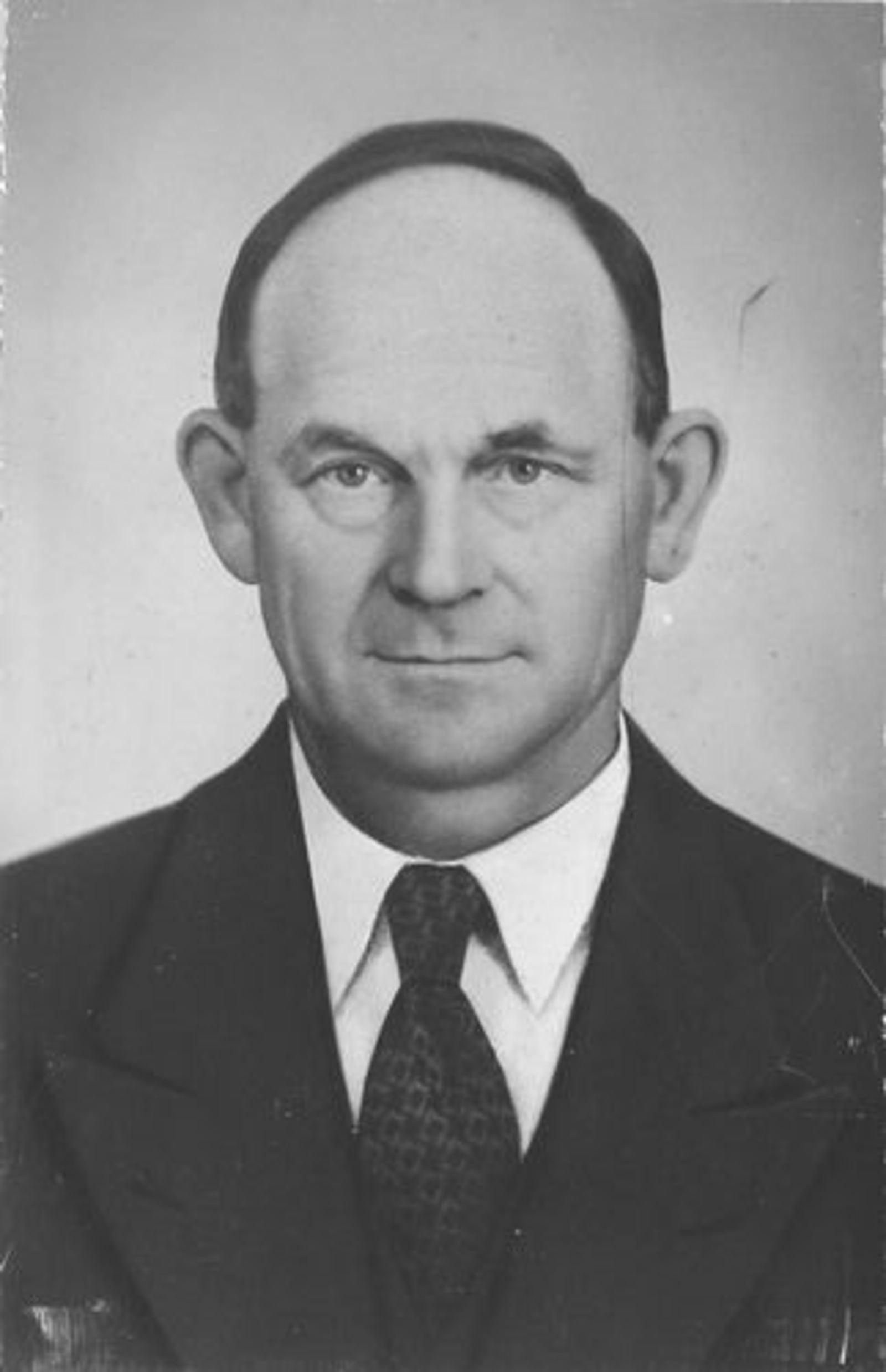 Stroomer Trijn 1905 19__ Portret man Toon Huiskens