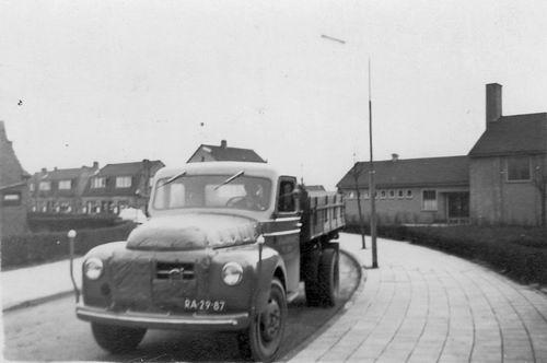 Ter Veenlaan Z 0016 1956 Vrachtwagen Fons Koolbergen bij LTS Gymzaal