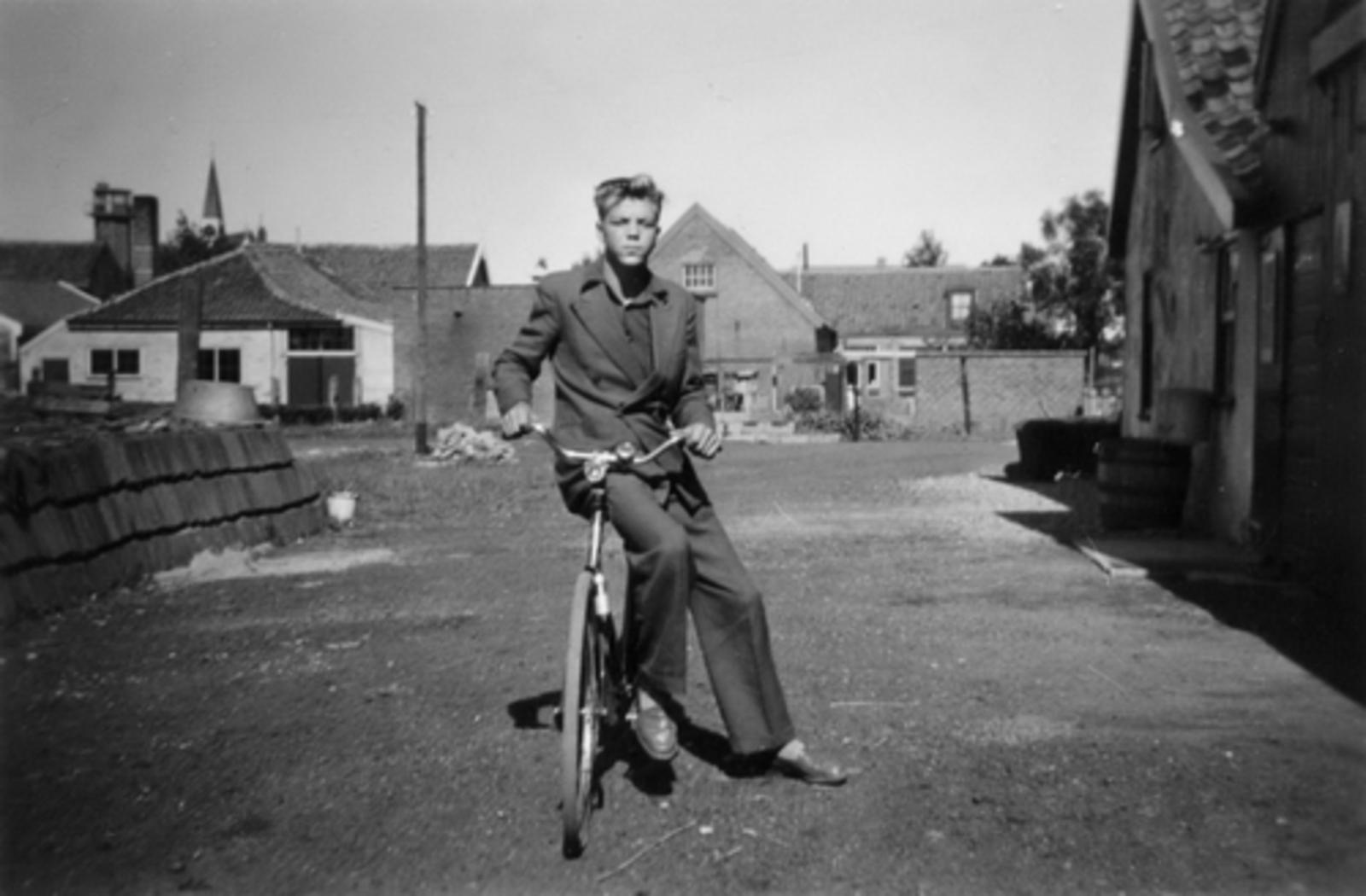 Tuinweg N 0020± 1951± met Cees Bosman op Erf Tuinweg 23