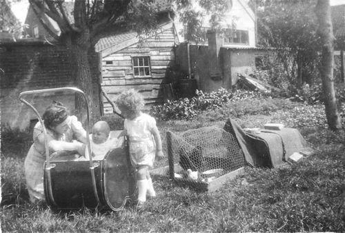 <b>ZOEKPLAATJE:</b>Tulen-Calvelage Greet 1920 19__ met Kinderen Jan en Maarten