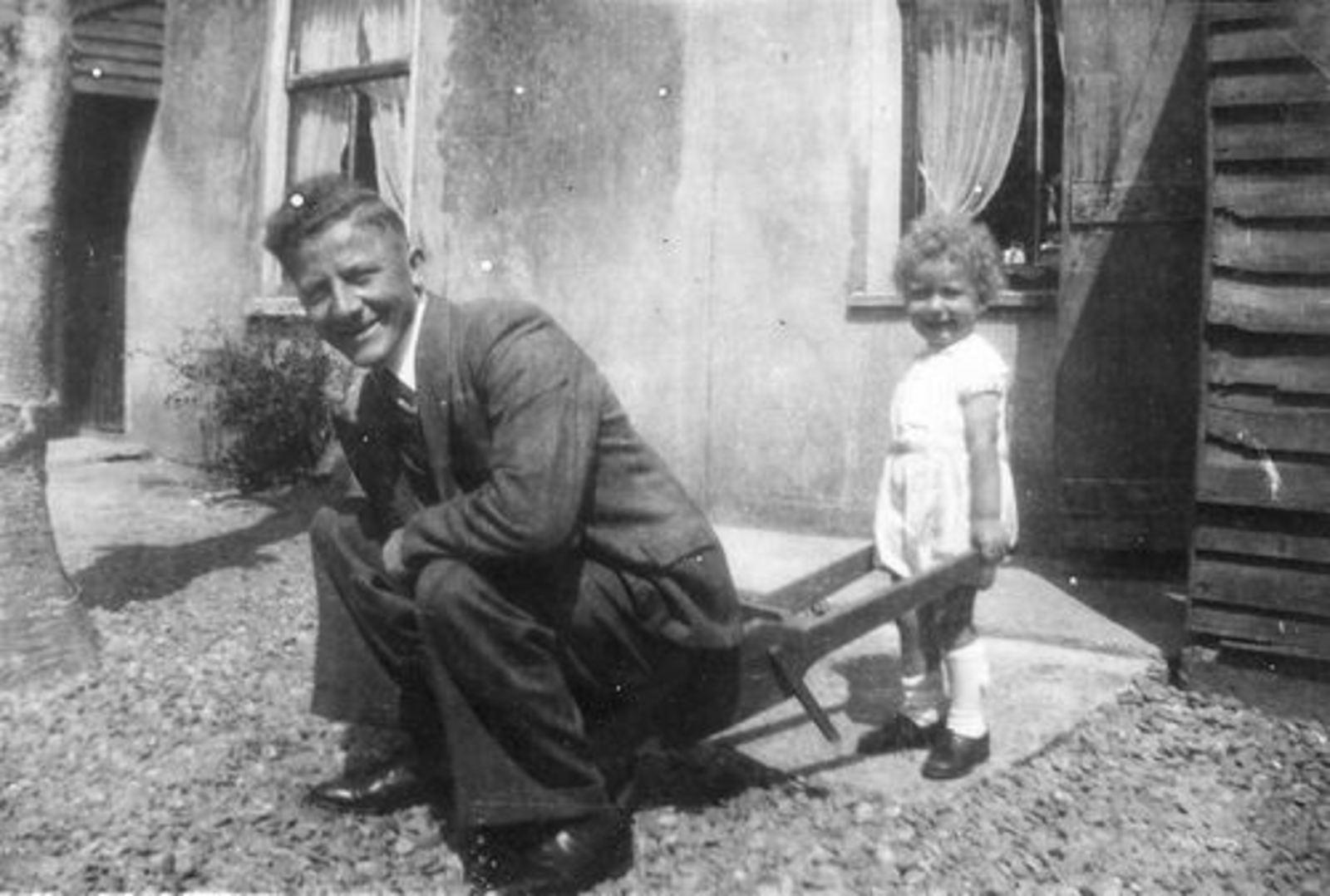 Tulen Jan 1916 1951± op Kruiwagen zoon Maarten