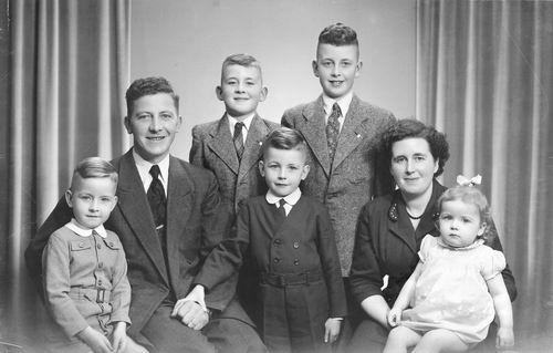 Tulen Jan 1916 19__ Gezinsfoto met 5 vd 6 Kinderen