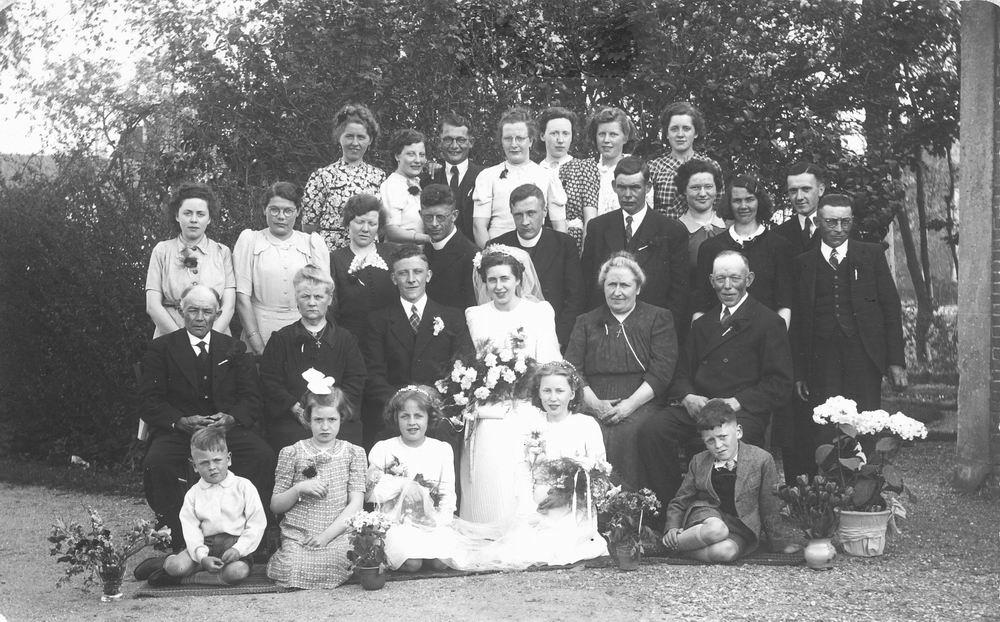 Tulen Jan 1916 19__ trouwt Greet Calvelage 01