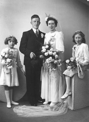 Tulen Jan 1916 19__ trouwt Greet Calvelage 02