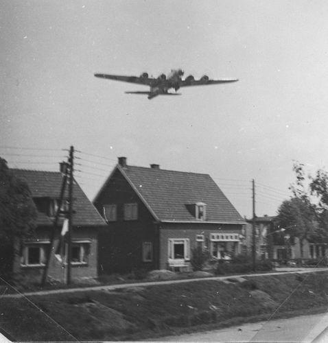 Venneperweg N 0521 1945 met Bommenwerper