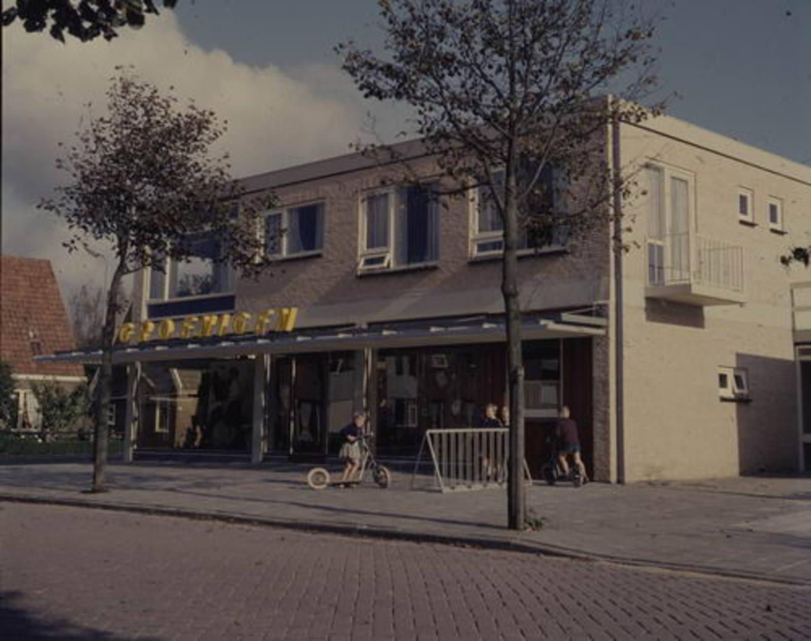 Venneperstraat O 0020 19__ Winkels v Groenigen 01