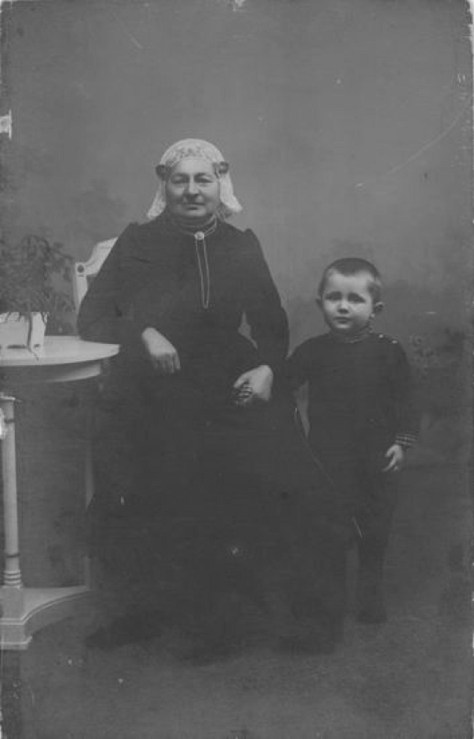 Verhulst - Bouwense Hendrika 1832 1877±  met zoon Pieter