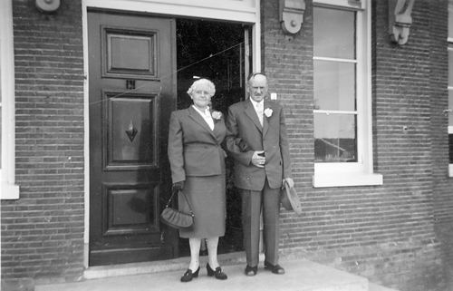 Verzaal-Cardol Catharina 1938 Trouwt met A J v Bracht 01