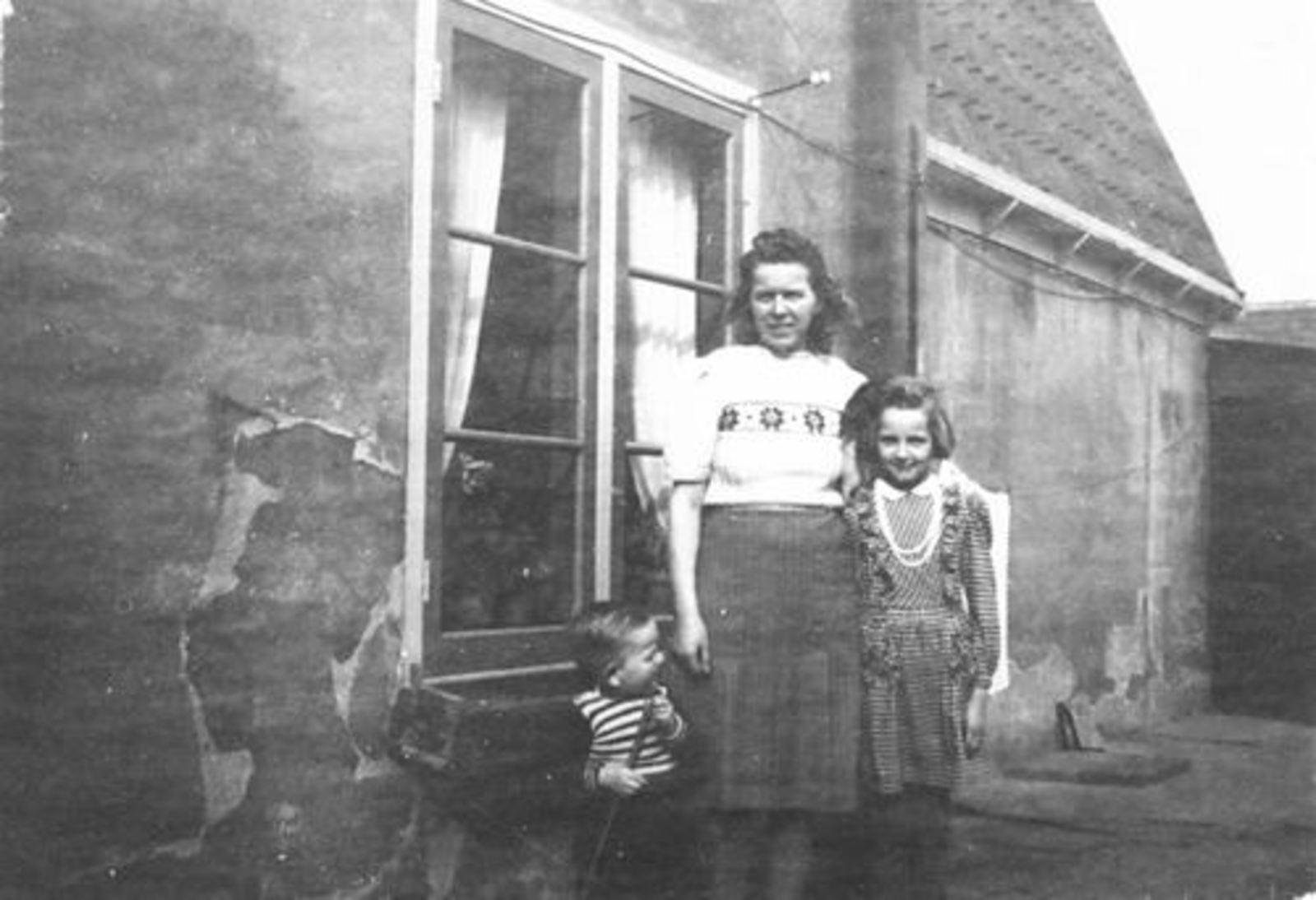 Verzaal Cees 19__ gezin met kinderen v Olphen 01
