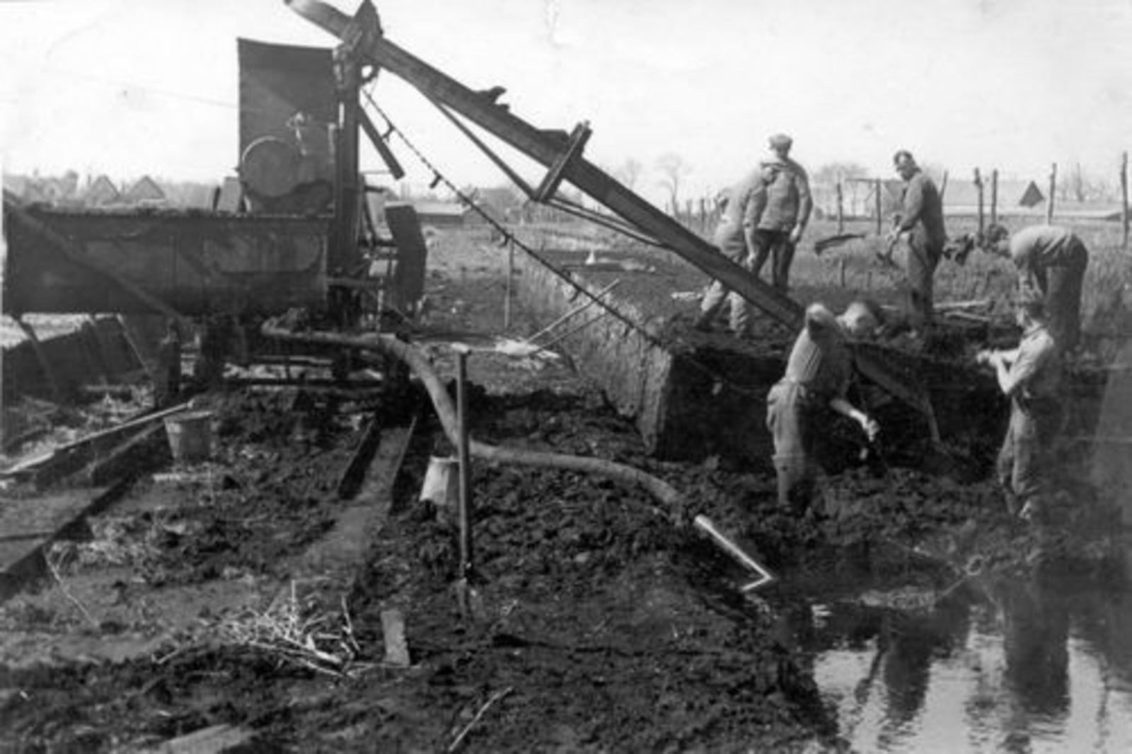 Vijfhuizen 1925± Turfwinning in Veenderij Hendriks 02