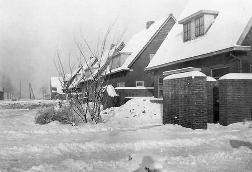 Vijfhuizerweg 0199+ 1945 met Scherfmuren 02
