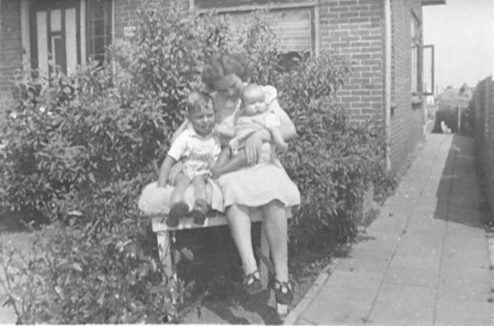 Vijfhuizerweg 0199+ 1947± met Familie Bram Stieva 01