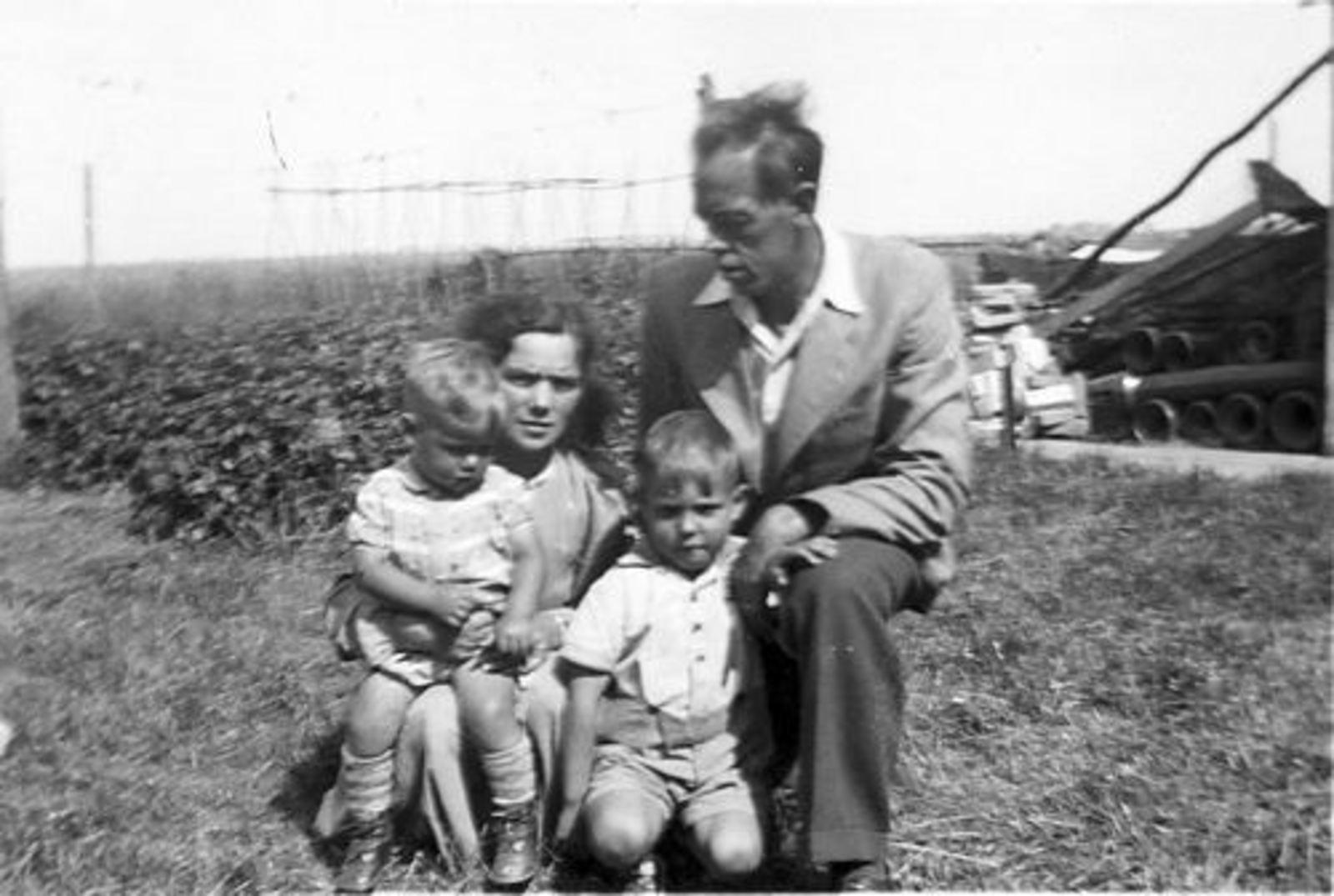 Vijfhuizerweg 0199+ 1947± met Familie Bram Stieva 08