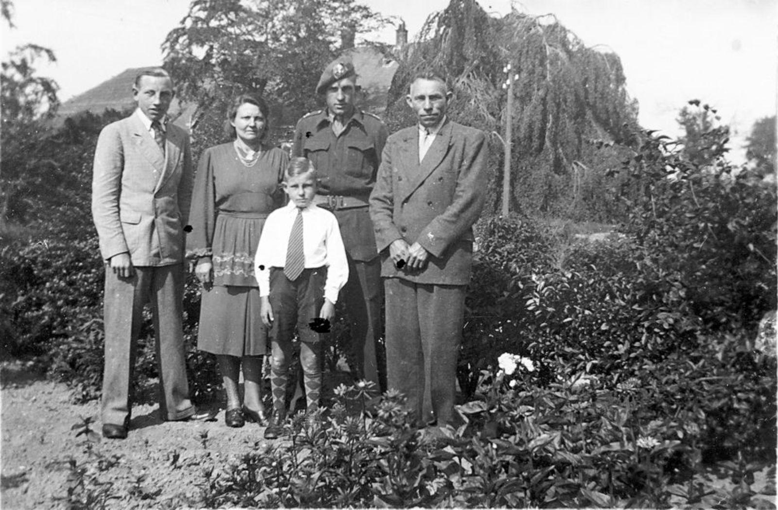 Vijfhuizerweg N 0197 1950± Anton vd Steeg Soldaat 03