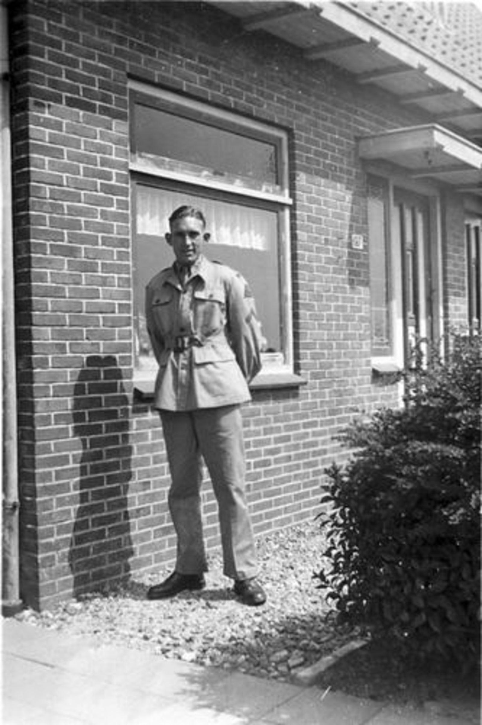 Vijfhuizerweg N 0197 1950± Anton vd Steeg Soldaat 11