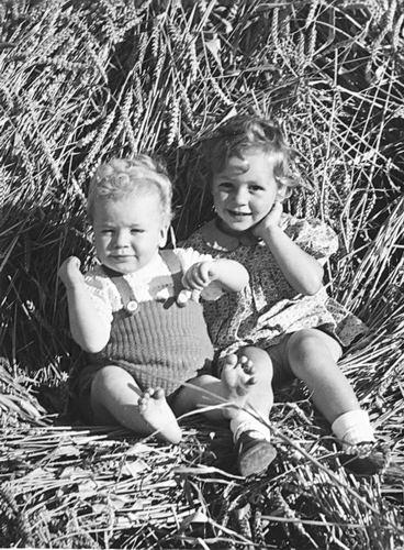 Vlieger Dirk de 1906 1949 Kinderen bij Korenschoof 01